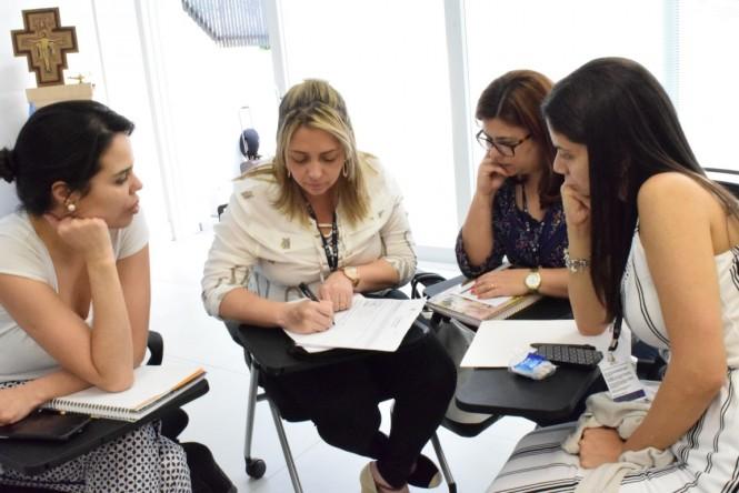 """Educadores da ACF em atividade sobre """"Avaliação por Habilidades"""""""