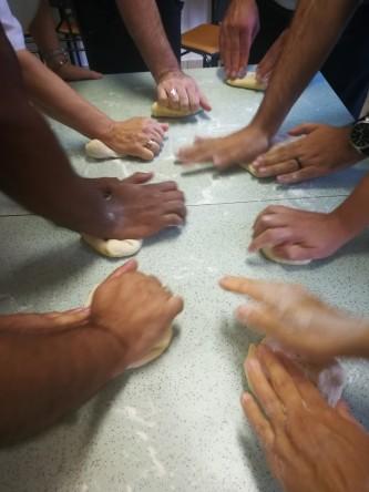 O pão feito por várias mãos, diferente experiência da Eucaristia