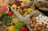 Mesa com frutas e vegetais