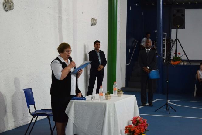 Irmã Romana Rossetto durante seu discurso de agradecimento e reconhecimento.