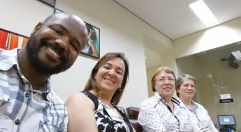 Na sequência, Alex Bastos - Pastoralista da ACf, Ana Carota, Gerente Educacional, Ir.Priscilla, Diretora do Consa e Ir. Teresa Coordenadora Pedagógica do Consa, durante o evento.