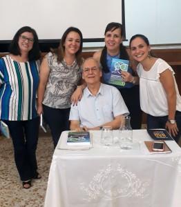 Da esquerda para direita, Ana Lúcia Santos - Orientadora do Consa, Ana Carlota Niero - Gerente Educacional da ACF, o Palestrante e Escritor Profº José Moran, Bethânia Rezende - Orientadora do CFSInácio e Cláudia Lima - Orientadora do Consa.
